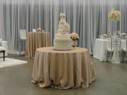 Gorgeous Cake by Casey Rogers of Bride's Table.